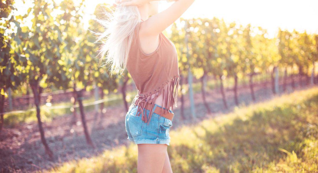happy-girl-enjoying-the-summer-in-sunny-vineyard-picjumbo-com